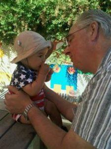 En gång var han stamgäst på Stadspuben. Nu fyller Kurt-Åke Hammarstedt 60 år och trivs med barnbarnet Axel, 1 år.